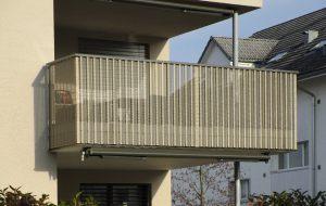 Balkongelaender_gelochte-Aluminium-Wellbleche_03